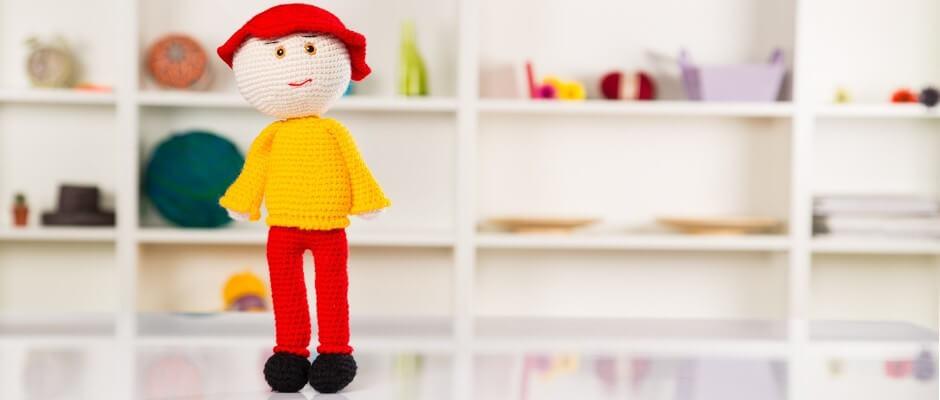 amigurumi-sapkali-erkek-cocuk-oyuncak-yapimi