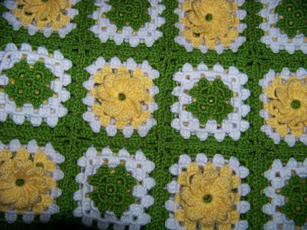 carkifelek-cicekli-bebek-battaniyesi-modeli