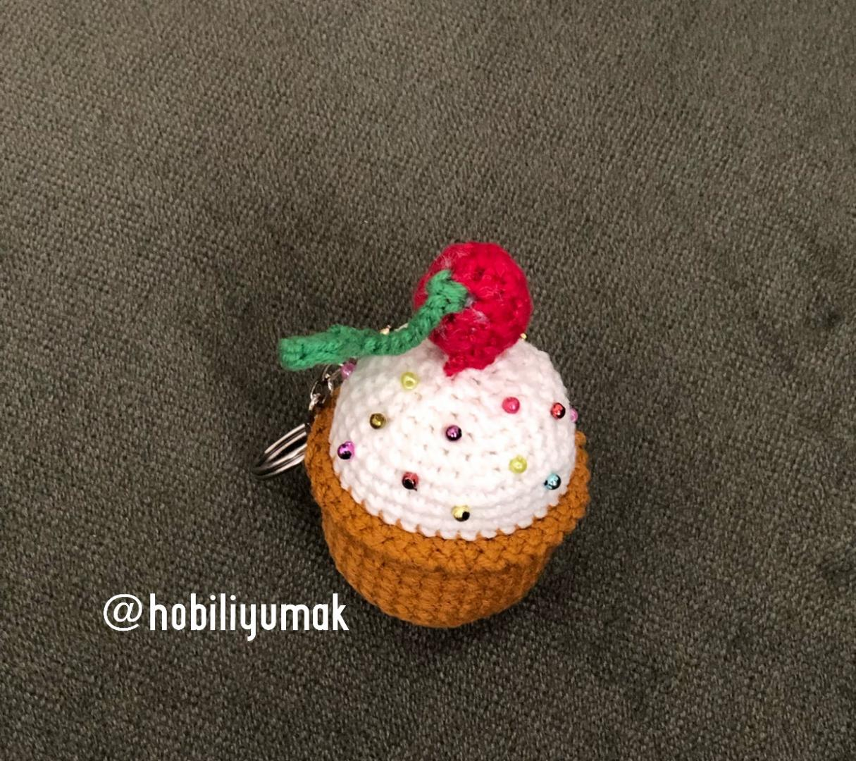 amigurumi-cupcake-anahtarlik-yapimi-1