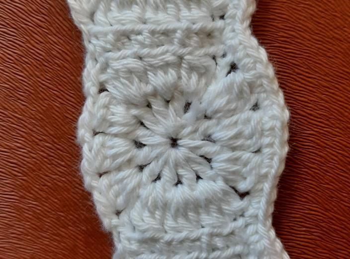 kumasli-motifli-bebek-elbisesi-yapimi-1