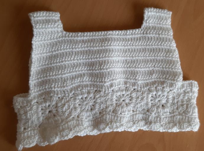 kumasli-motifli-bebek-elbisesi-yapimi-4