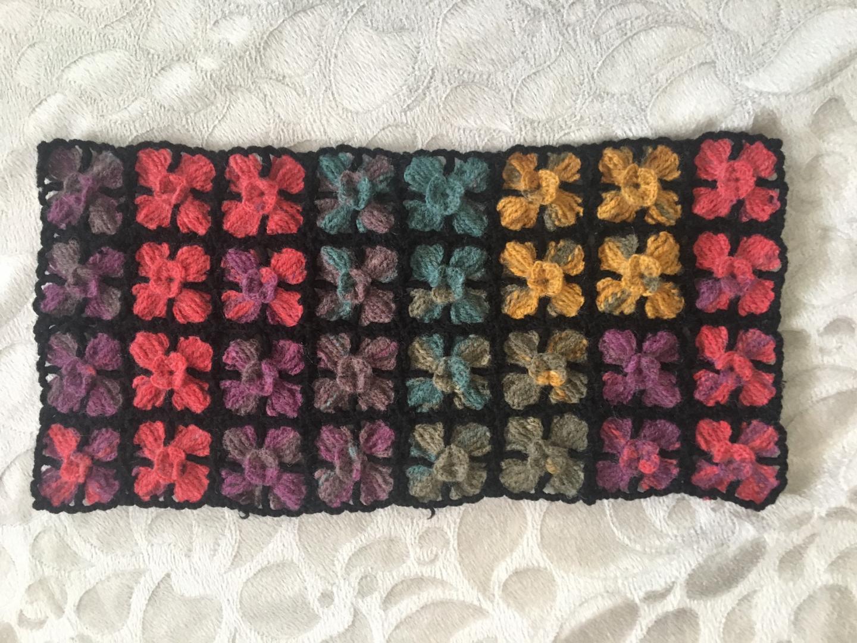 renkli-cicek-motifli-yelek-yapimi-3