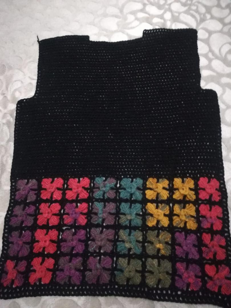 renkli-cicek-motifli-yelek-yapimi-4