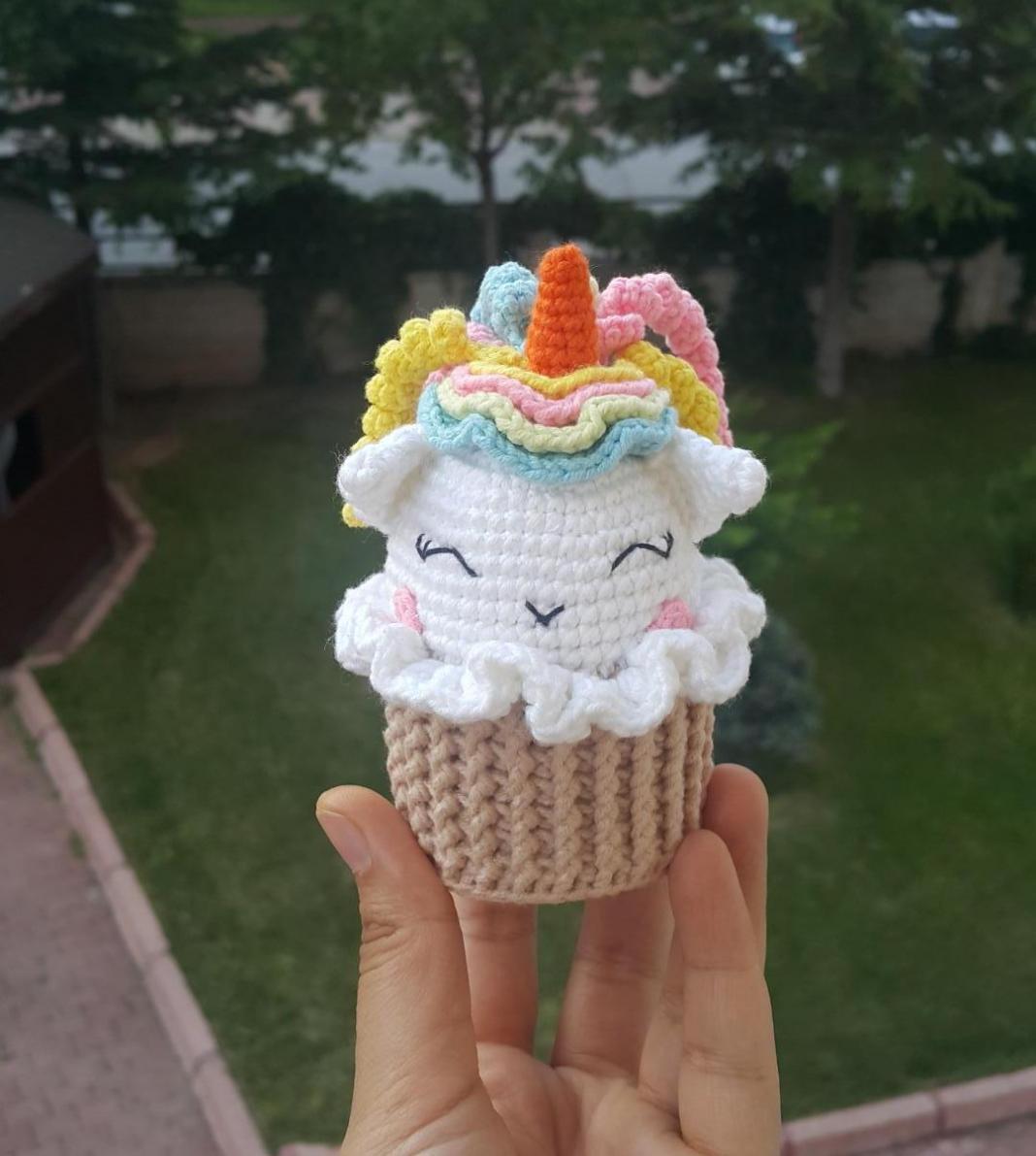 amigurumi-unicorn-cupcake-yapimi