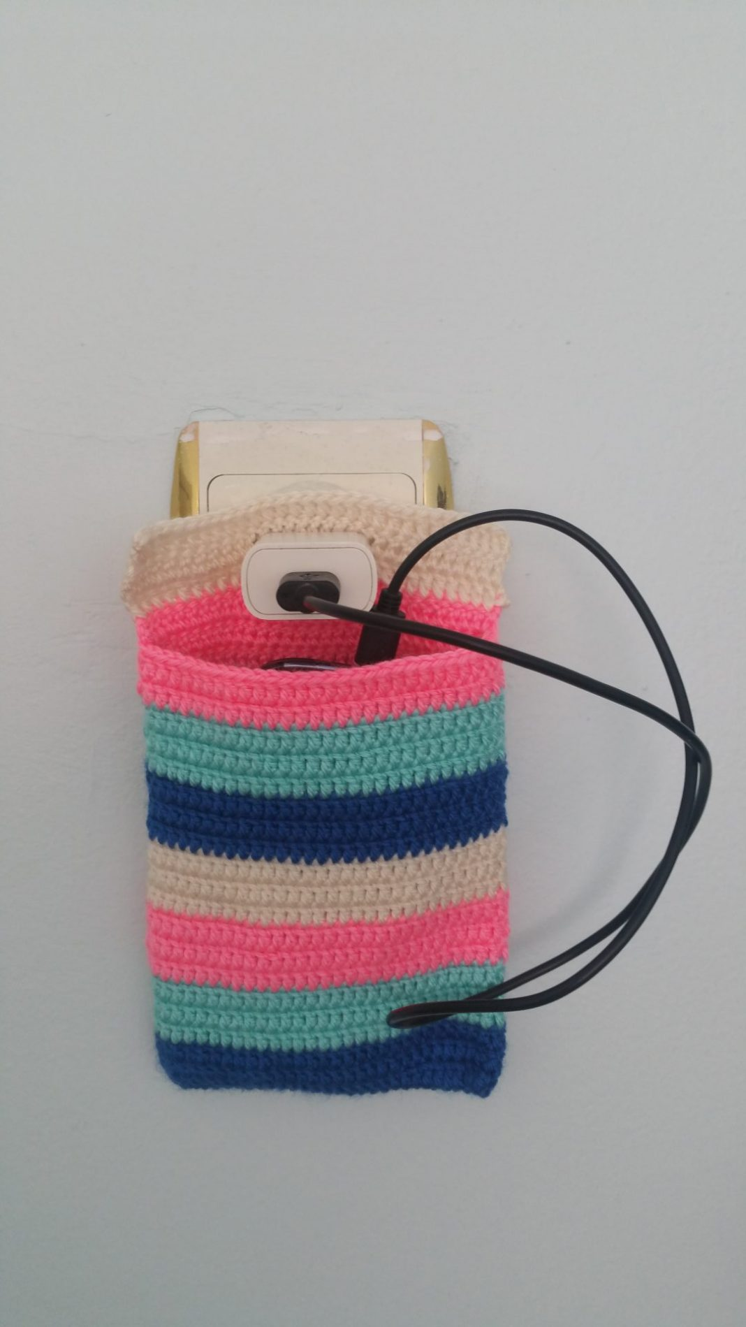 rengarenk-orgu-telefon-tutucu-yapimi