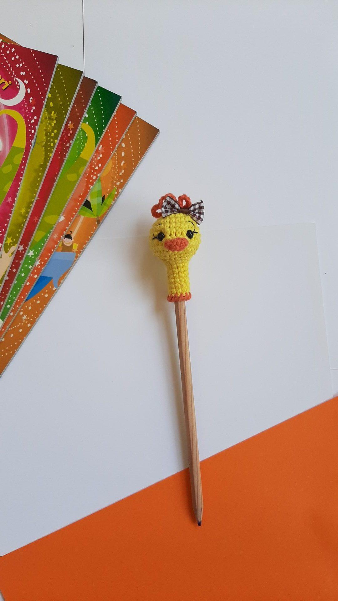 amigurumi-ordek-kalem-basligi-yapimi