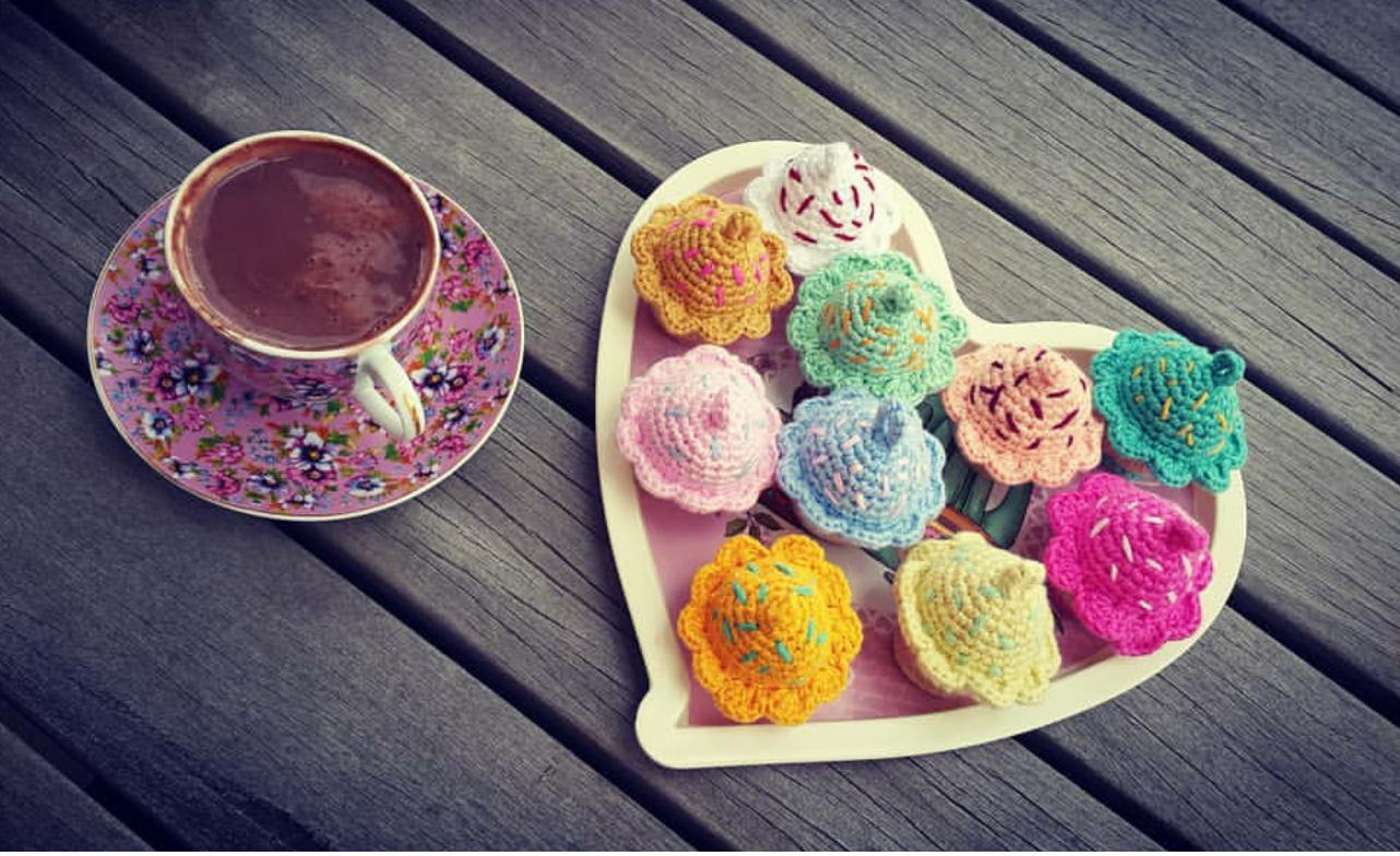 amigurumi-renkli-cupcake-anahtarlik-yapimi-1