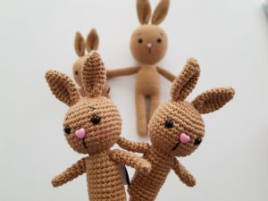 amigurumi-parmak-kuklasi-kalpli-tavşan-yapimi