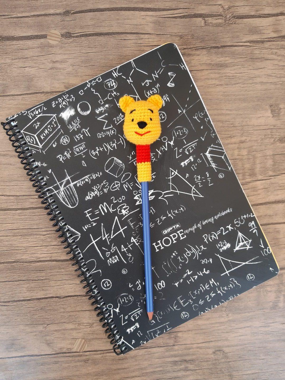 amigurumi-winnie-the-pooh-kalem-basligi-yapimi