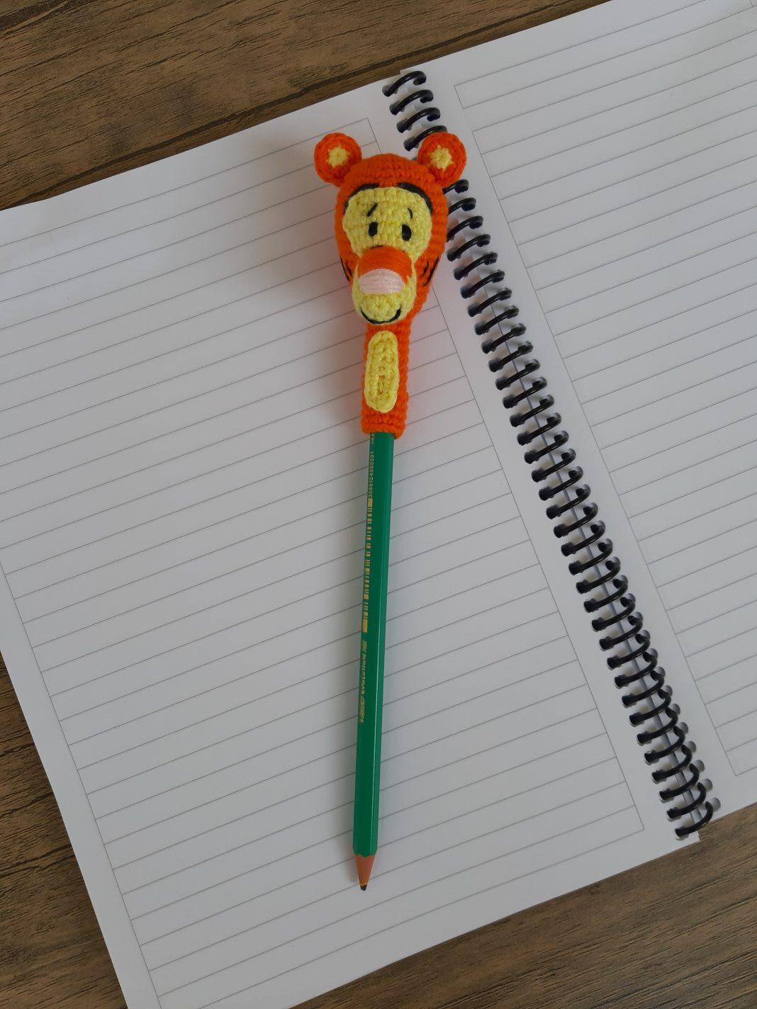 amigurumi-tigger-kalem-basligi-yapimi