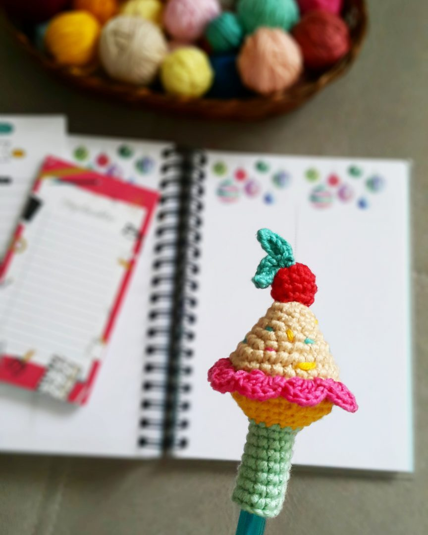 amigurumi-cupcake-kalem-basligi-yapimi-1
