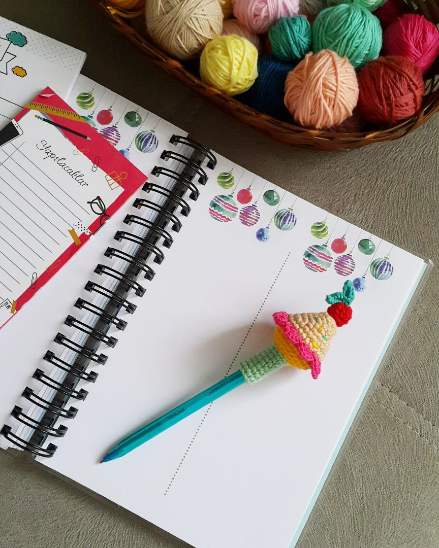 amigurumi-cupcake-kalem-basligi-yapimi