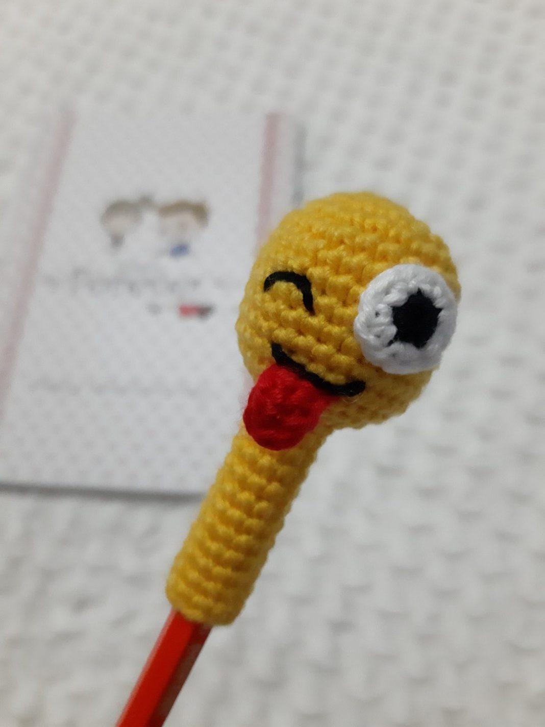 amigurumi-emoji-kalem-basligi-yapimi