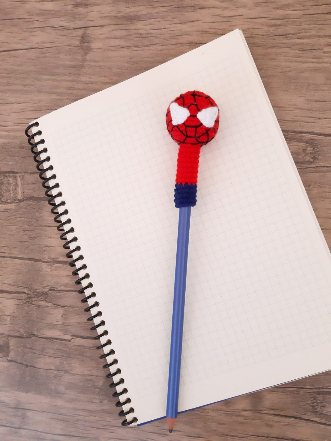 amigurumi-orumcek-adam-kalem-basligi-yapimi