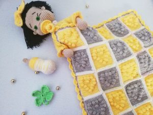 amigurumi-bebekler-icin-popcorn-kalpli-battaniye-yapimi