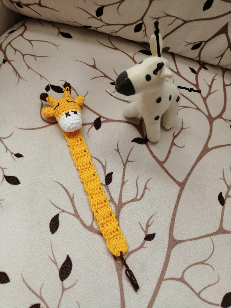 amigurumi-zürafa-kitap-ayraci-yapimi
