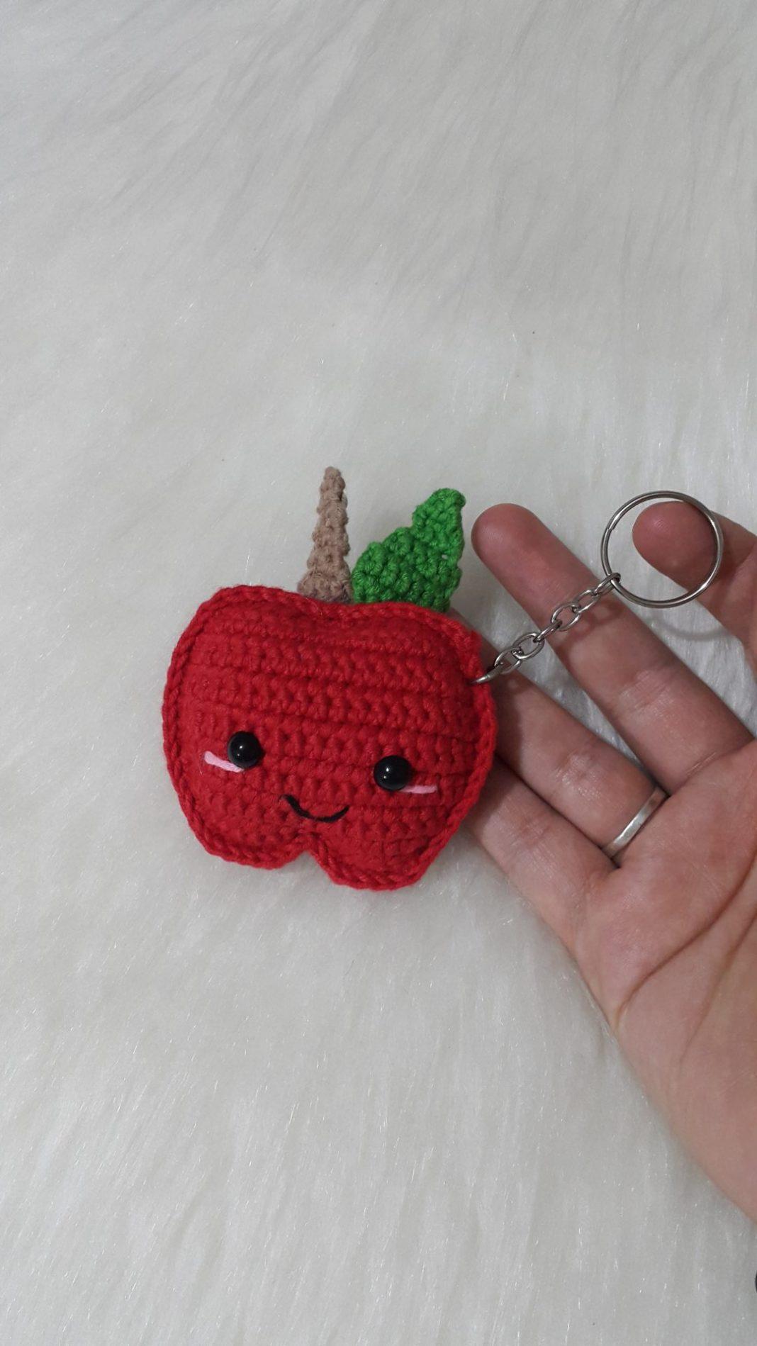 amigurumi-buyuk-sevimli-elma-anahtarlik-yapimi