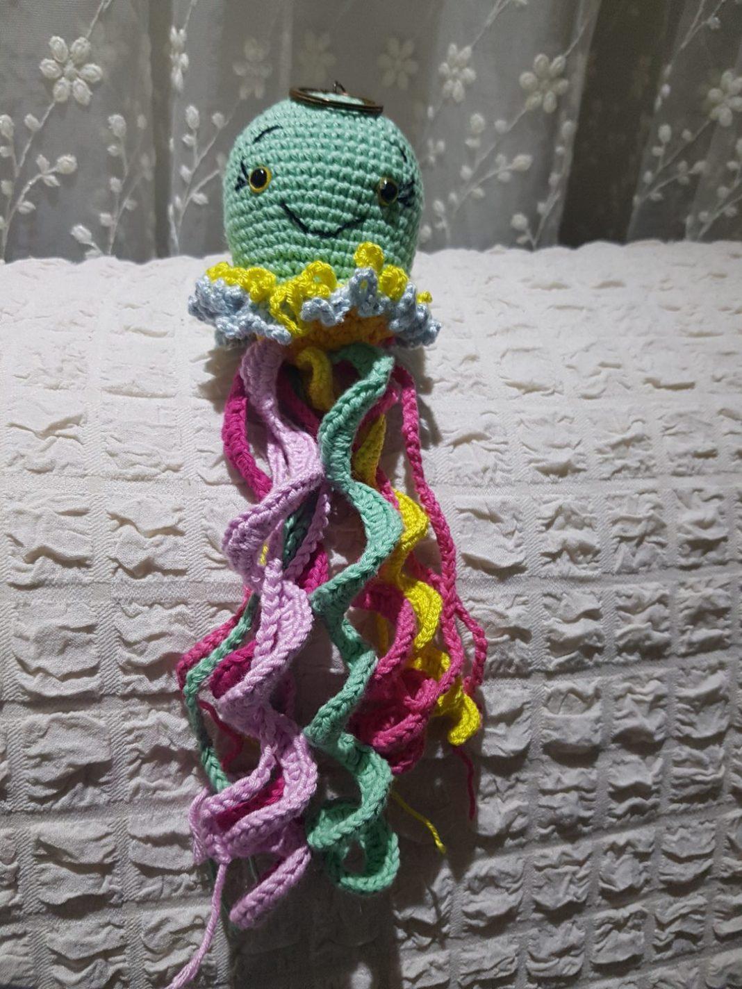 amigurumi-renkli-ahtapot-anahtarlik-yapimi