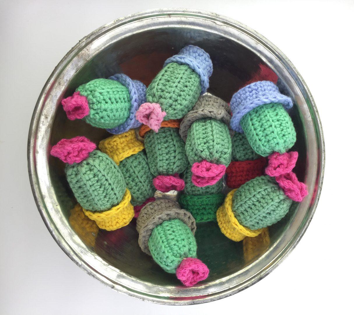 amigurumi-minik-sunum-kaktusleri-yapimi-2