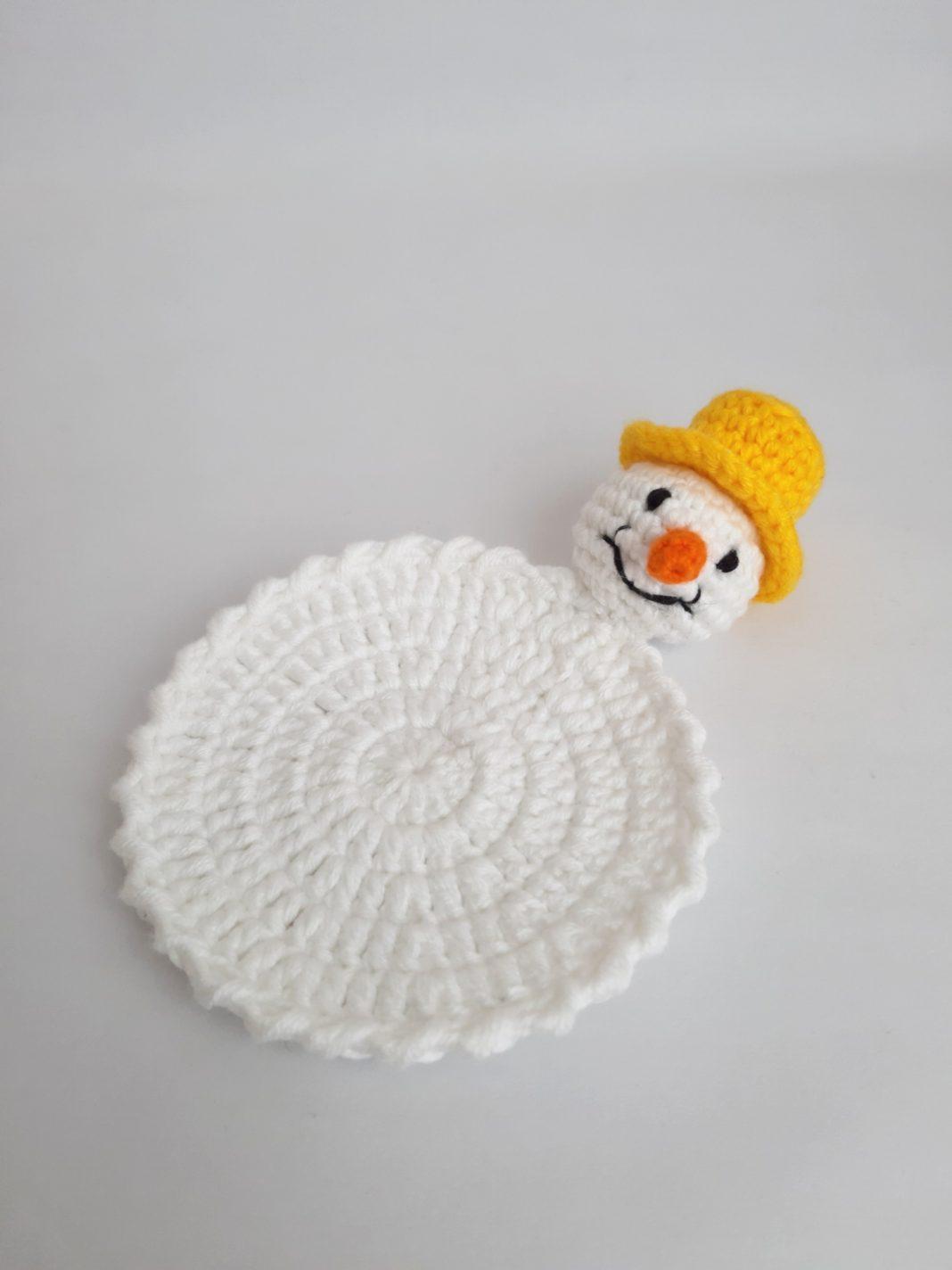 amigurumi-kardan-adam-bardak-altligi-yapimi