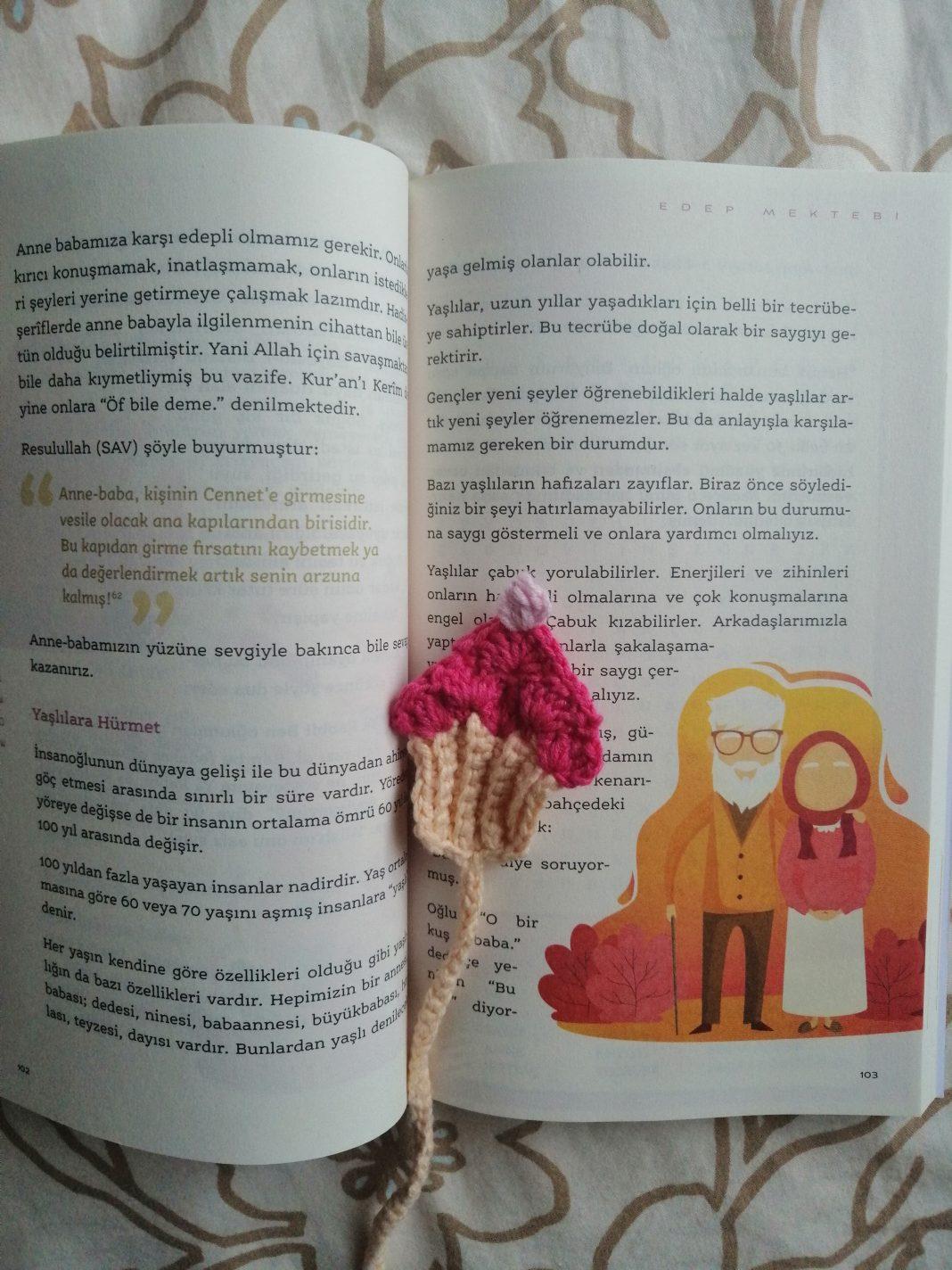 orgu-cupcake-kitap-ayraci-yapimi