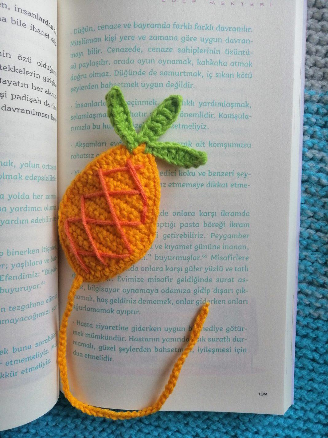 orgu-ananas-kitap-ayraci-yapimi