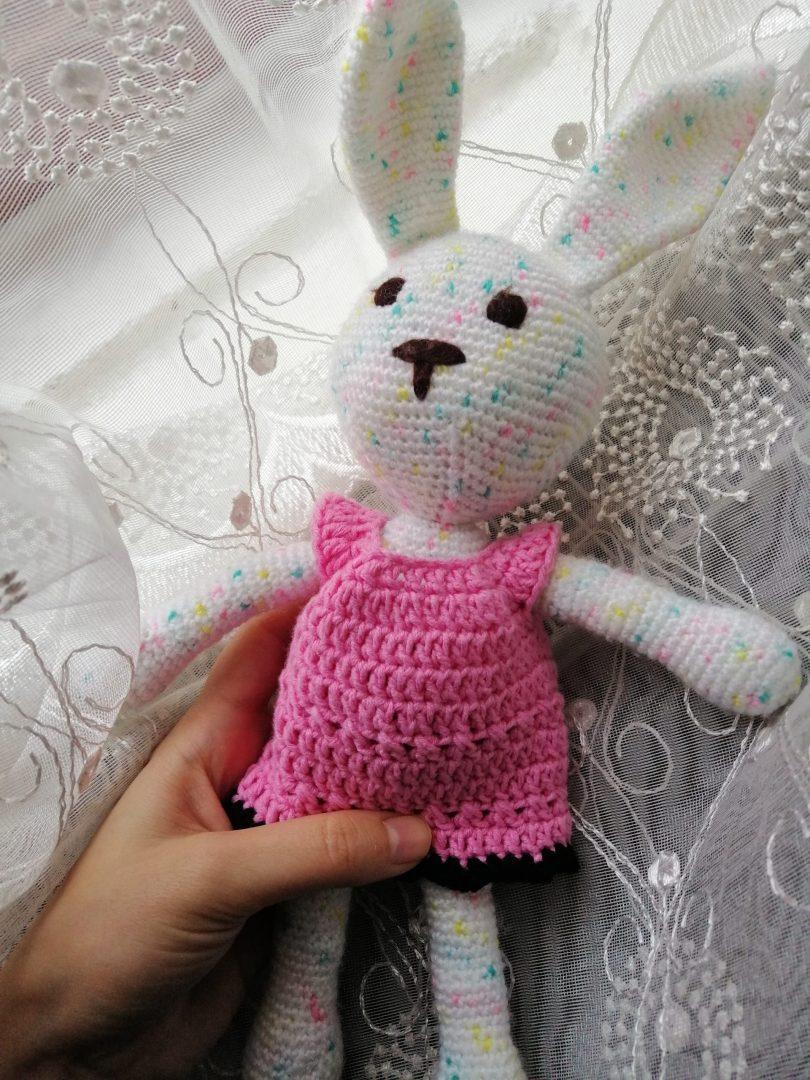 amigurumi-kiyafetler-oyuncak-bebek-elbisesi-yapimi