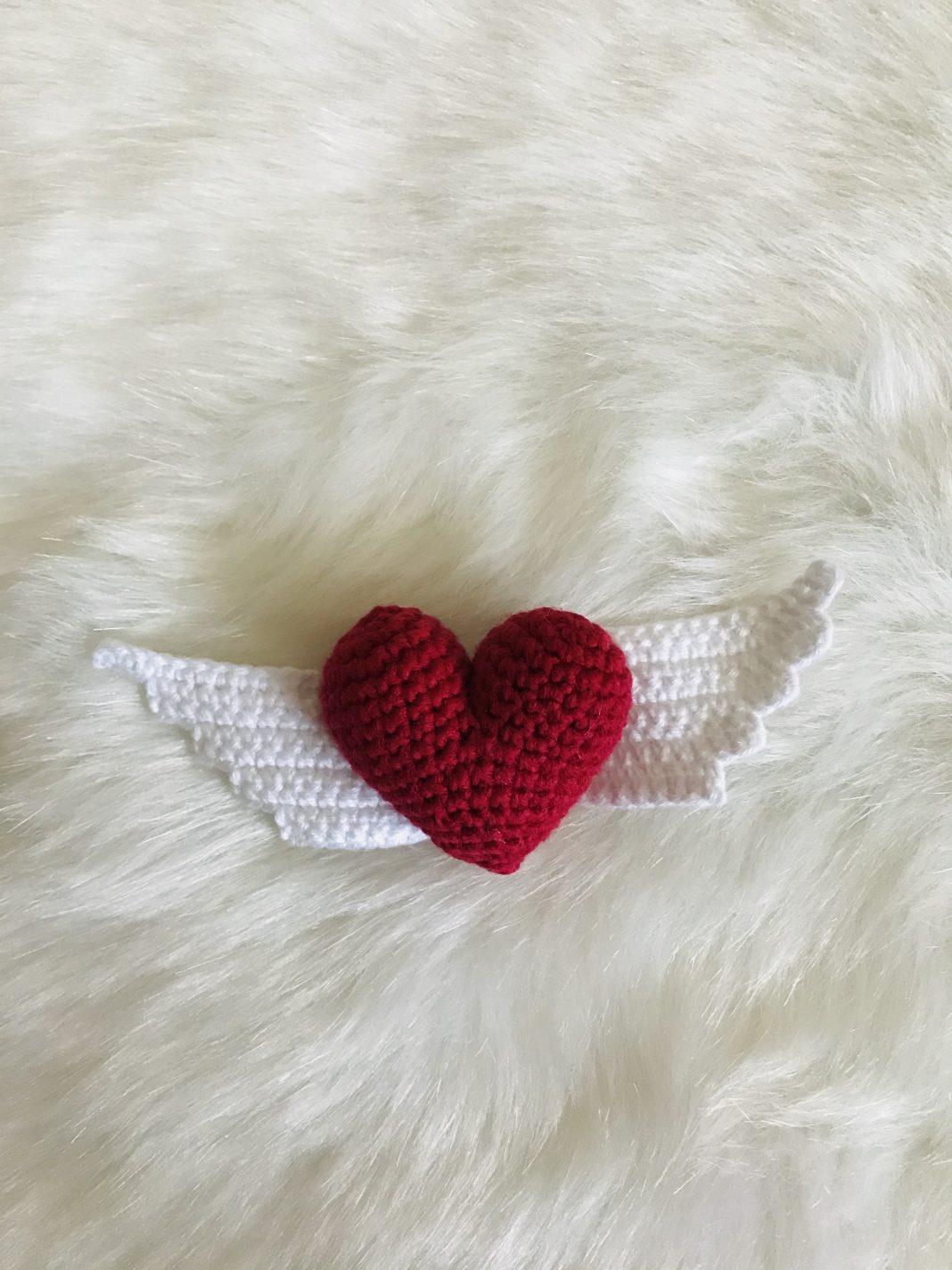 amigurumi-melek-kanatli-kalp-yapimi