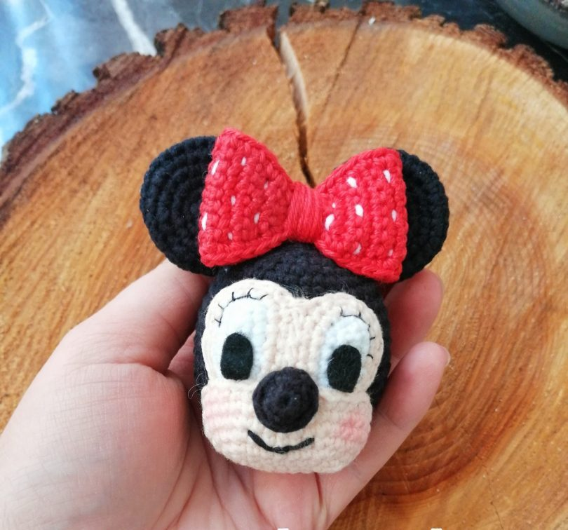 amigurumi-sevimli-minnie-mouse-anahtarlik-yapimi