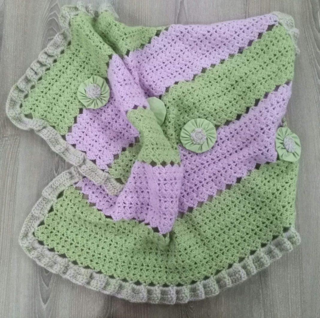 iki-renkli-bebek-battaniyesi-yapimi