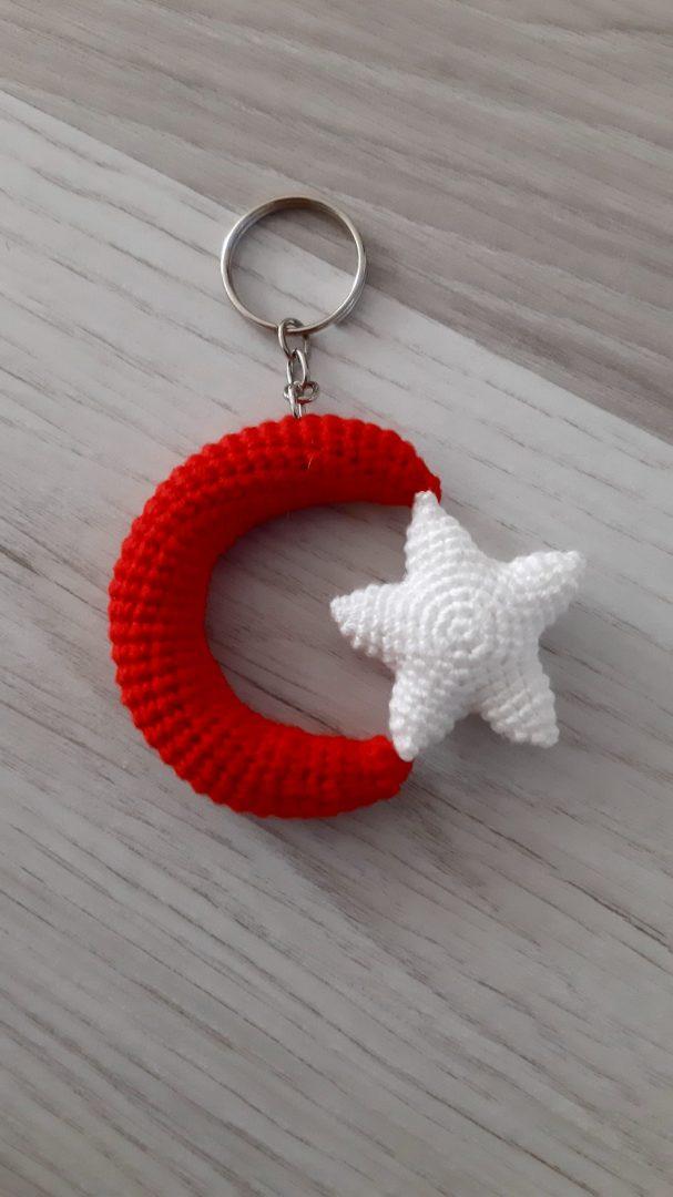 amigurumi-ay-yildiz-bayrak-anahtarlik-yapimi
