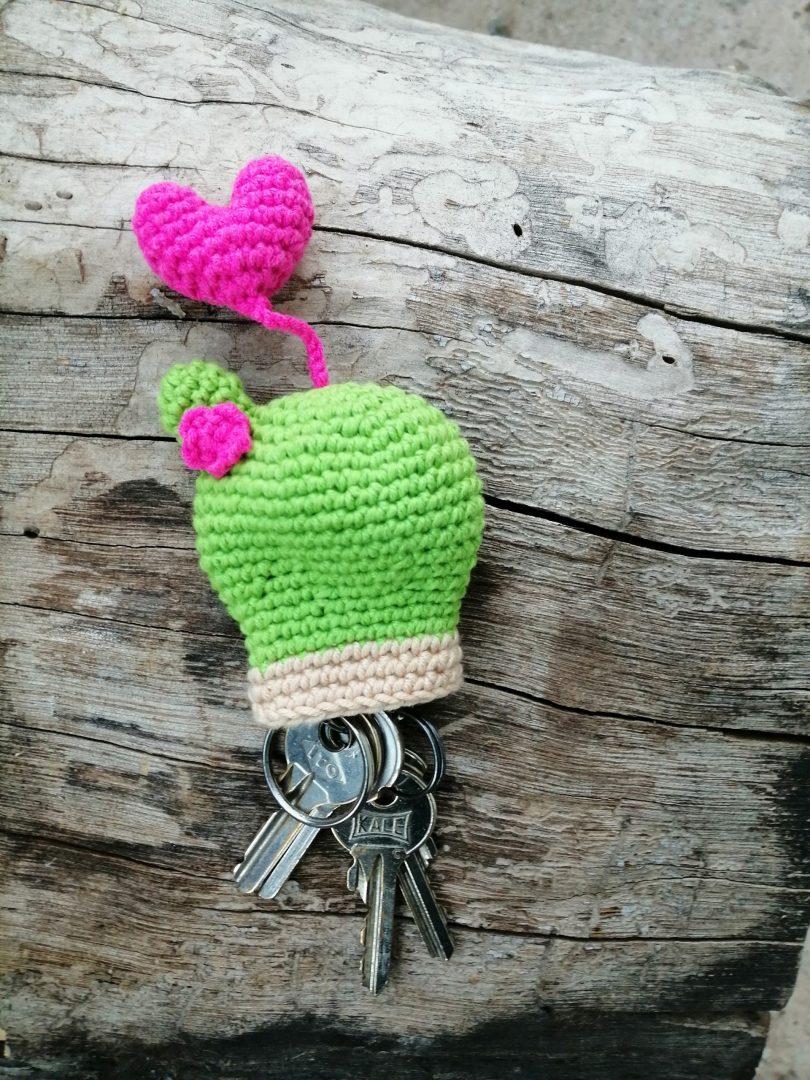 amigurumi-kalpli-kaktus-anahtarlik-yapimi