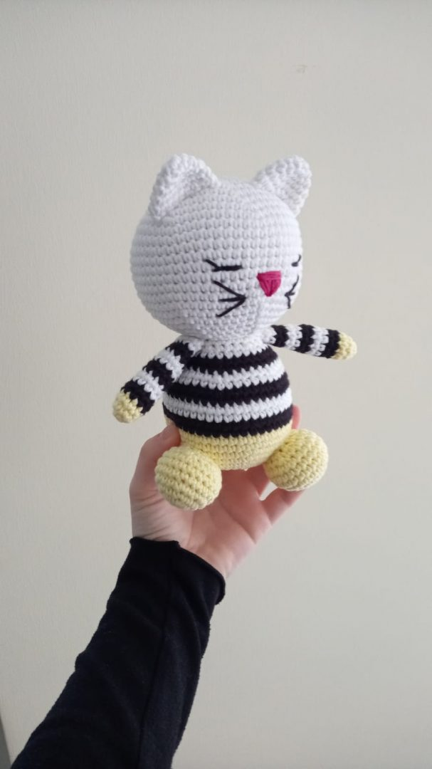 amigurumi-pijamali-kedicik-yapimi