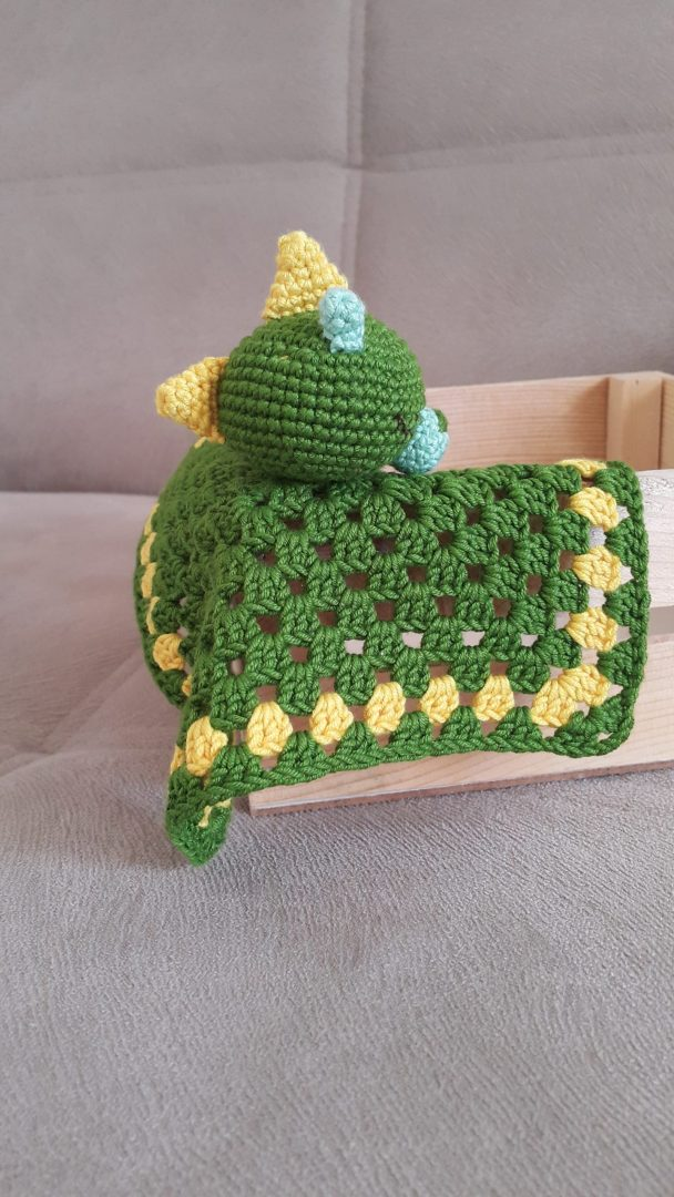 amigurumi-dinozor-battaniye-uyku-arkadasi-yapimi